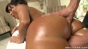 Busty big-booty MILF Lisa Ann is fucked by her masseur's big-dick