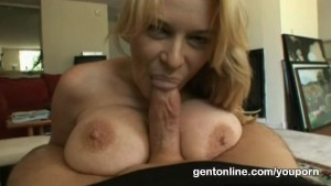 Mature slut loves licking a big cock before a facial