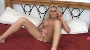 Slutty blonde sucking in the hotel room