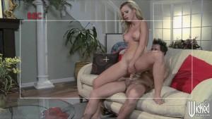 Big-tit lingerie clad blonde Jessie Rogers makes a sex tape