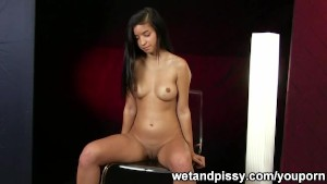 Model Nika peeing for wetandpissy