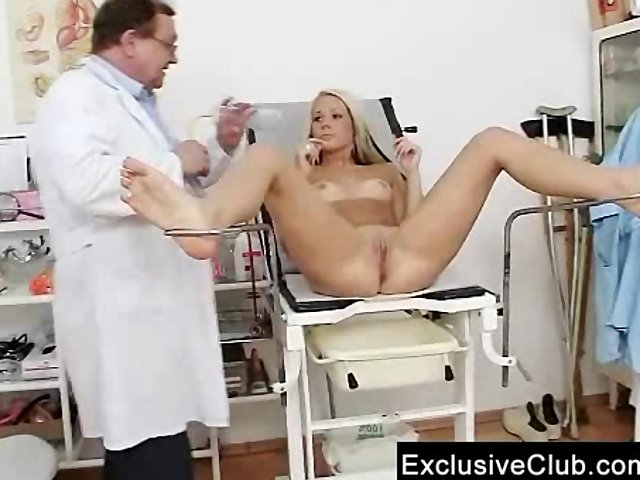 Doctor porno gratis comprueba adolescente