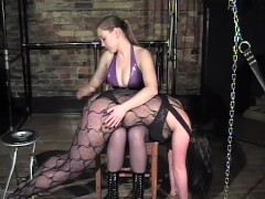 Girl servant getting spanked by her master - Dungeon VIP