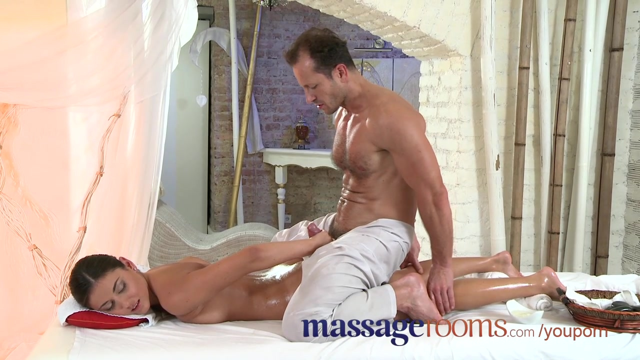 massazhist-ebet-parnya