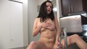 Masturbating Babe In The Kitchen - Mavenhouse