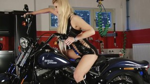 Busty biker chick loves to ride anything - Julia Reaves