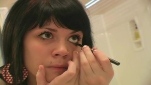 Watch Me Put On My Makeup - Sologirlcontent