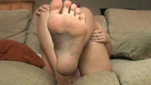 Busty brunette shows off her feet - Sologirlcontent