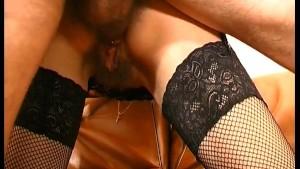 Mature a la chatte poilue sodomisee lors de son casting porno