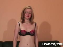 Jeune blonde sans experience sodomisee dans tous les sens