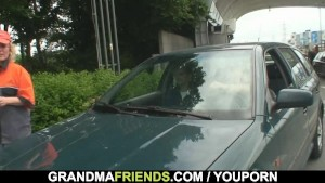 Two dudes pick up oldie and screw her