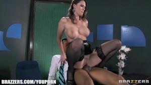 Slutty seks oyuncak Jennifer Dark burada büyük sabit horoz için açlık beslemeleri
