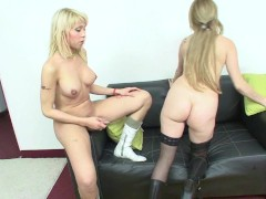 Picture Hot blonde tranny knows how to use a pussy ...
