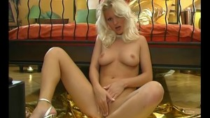 Sensual blonde wife - Pleasure Photorama