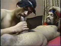 Om and Ralph get intimate - Encore Video