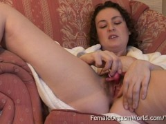 - Hairy Coed Beth Buzzes...