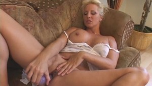 Loving Her Mature Pussy