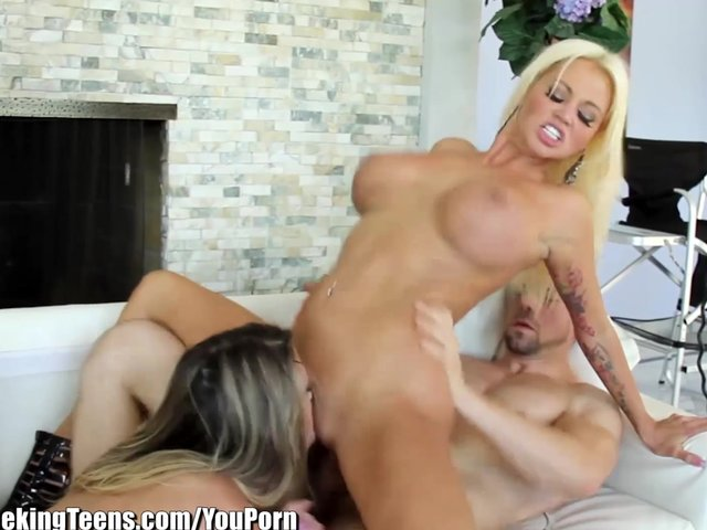 threesome squirt