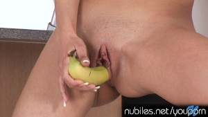 Petite amateur beauty pretends a banana is your cock