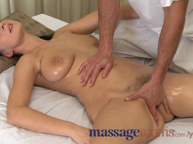 Muñeca más chinese massuese gives handjob video