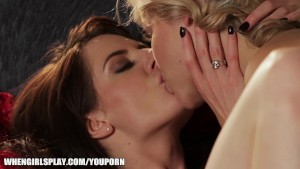 Samantha Bently brings Mia Malkova to orgasm with her tongue