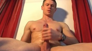 Jerome a french atheltic guy get wanked by a guy in spite of him !