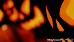 2 hot blondes share Halloween scare then each other