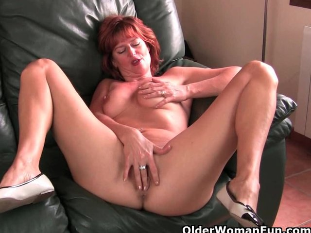 English milf tigger plays with her big tits and pink fanny - 2 part 7