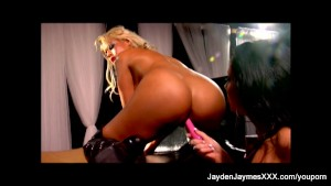 Jayden Jaymes Fucks Her Friend with a dildo