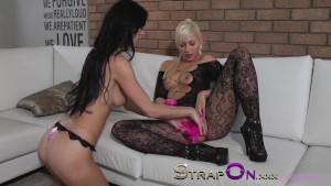 StrapOn Amazing blonde babe fucks her GF with vibrating strapon