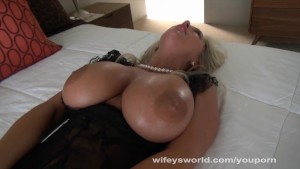 Wifey Gets Off And Milks Cock