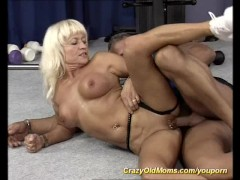 YouPorn - muscle mom in action
