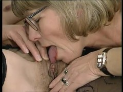 Two mature lesbians experiment with a double-ended dildo - Telsev