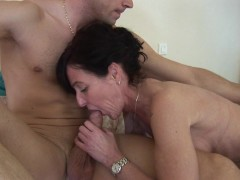 Brunette milf fucked by guy and fisted by girl - Telsev