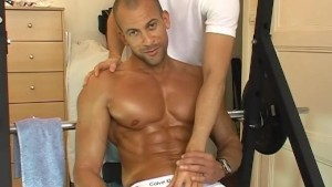 Full video: Bren get wanked his huge coch by a guy in spite of him