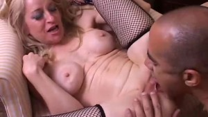 Sexy Robin is a kinky older babe who loves the taste of cum