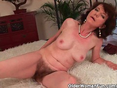 - Mature mom with hairy ...