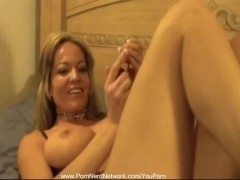 Model MILF Solo Home Alone