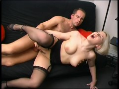 Gorgeous blonde babe takes a good anal dicking - Telsev