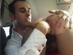 Giving a nice blowjob in a car - Telsev