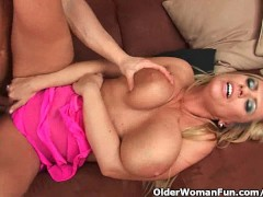YouPorn - Gilf with big boobs st...