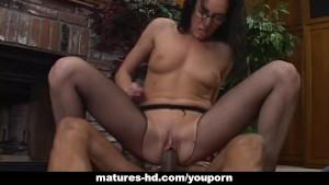 Mature slut Katrina Isis enjoys hardcore pussy pounding