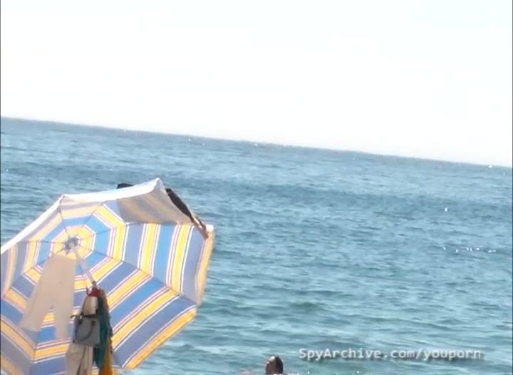 Voyeur video of hot nudists at the beach