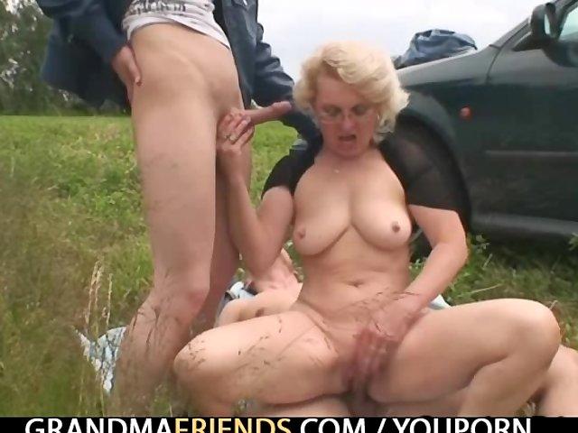 смотреть порно старухи на улице без регистрации ии сис