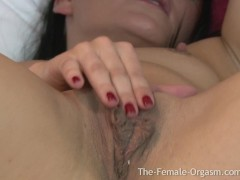 Hot Coed Masturbates her Huge Pussy Lips to Orgasm