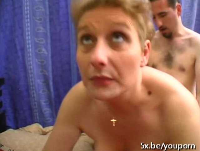French mature Annie sodomized
