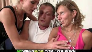 She watches her hubby fucks her mom