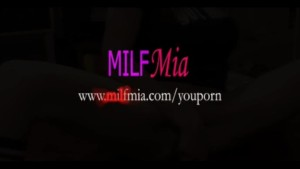 MILF Mia Really Squirts