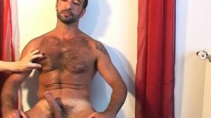 My arab sport trainer gets masturbate on video...wooow!