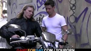 Cock hungry lad seduces strong hetero biker